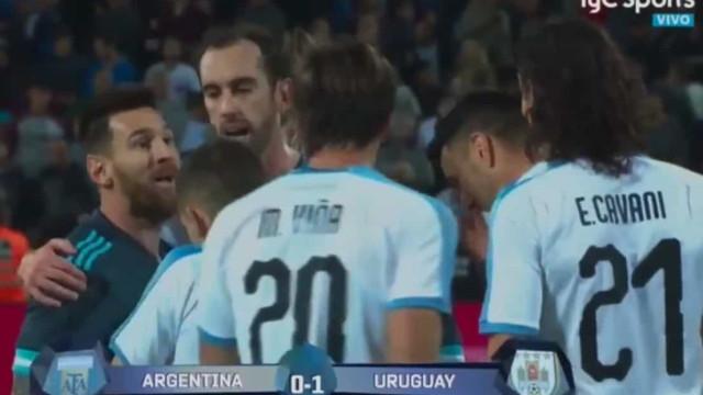 """Messi e Cavani numa acesa troca de palavras: """"Quando queiras"""""""
