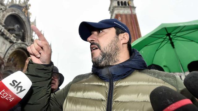Movimento espontâneo manifesta-se contra Salvini ao som de Bella Ciao