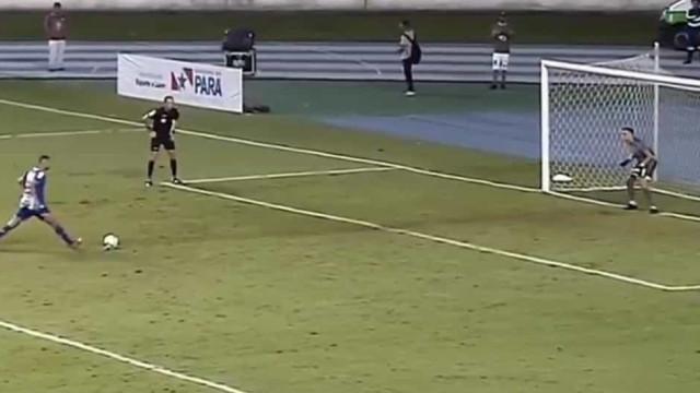 O incrível falhanço do jogador do Paysandu na final da Copa Verde