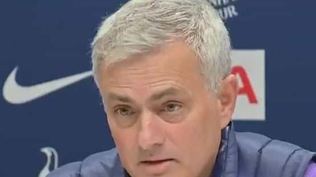 """Mourinho diz que vai vestir o """"pijama"""" do Tottenham e explica porquê"""