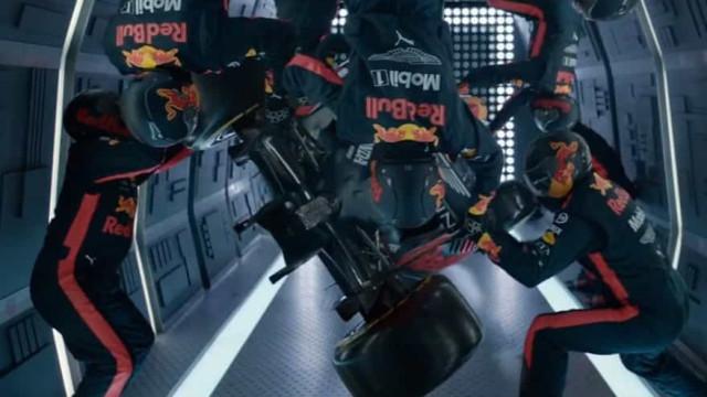 Gravidade zero. Red Bull faz um pit-stop a 33 mil pés de altura
