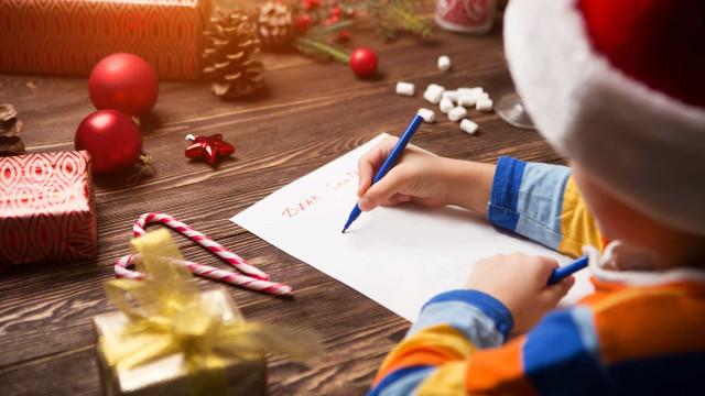 Cartas ao Pai Natal já começam a chegar aos CTT. Crianças recebem brinde