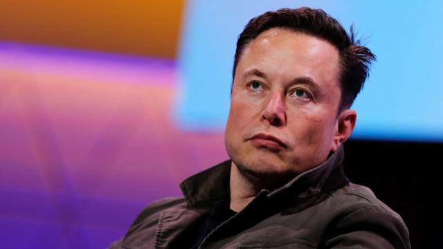 """Elon Musk acusa Apple de criar um """"jardim com muros"""" com a App Store"""
