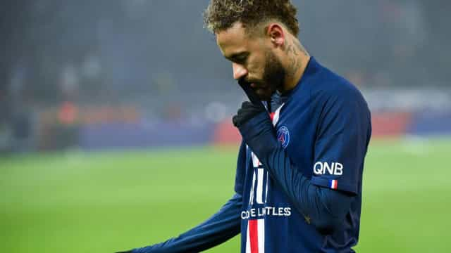 Terá Neymar mandado calar os adeptos do PSG depois de marcar o golo?