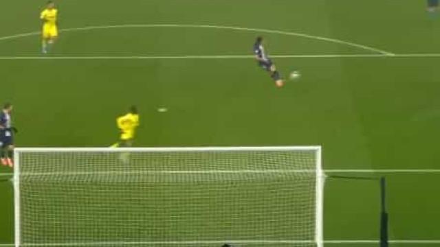 Defesa de Navas, perdida de Cavani... o minuto louco no jogo do PSG