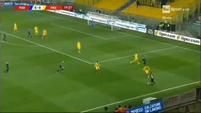 Jogador do Parma marca golaço e ajuda equipa a seguir em frente na Taça