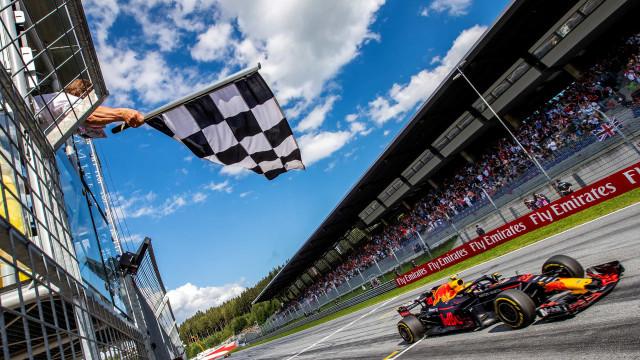 A 'real' bandeira de xadrez está de volta à Fórmula 1 em 2020