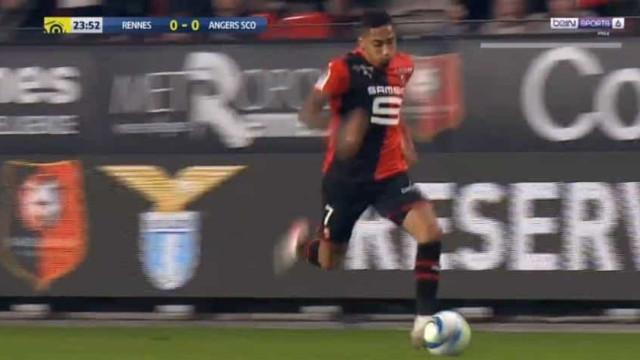 Ex-leão Raphinha 'ligou a mota' e assistiu para o golo do Rennes
