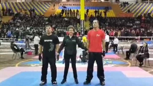 Surpreendente: Ricardo Araújo Pereira na… Taça de Portugal de Kickboxing