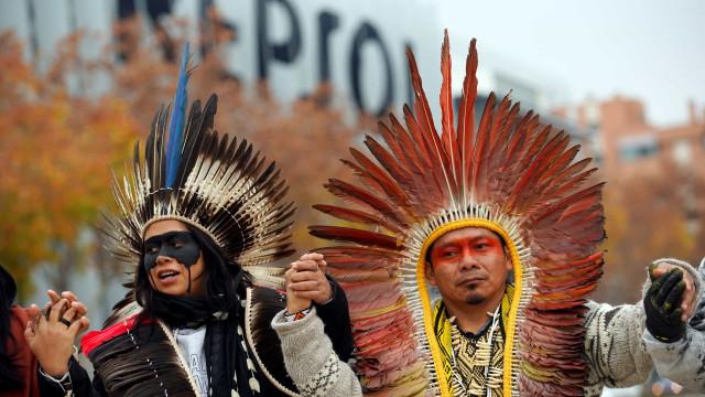 Indígenas protestam junto a Repsol contra petróleo no mar brasileiro
