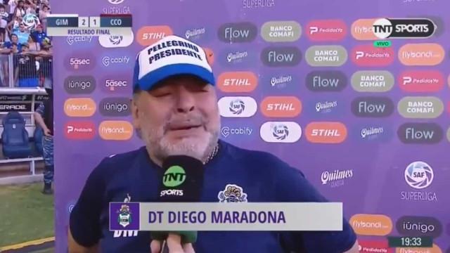 Maradona conquista primeira vitória em casa e desfaz-se em lágrimas