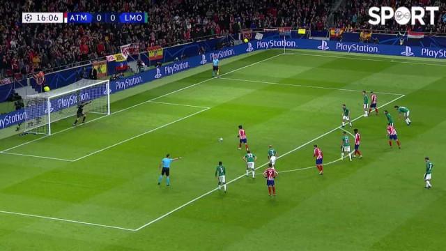 Depois de oferecer penalidade (falhada), Félix dá vantagem ao Atlético