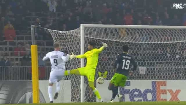 Renan é expulso e o LASK Linz chega ao 2-0 frente ao Sporting