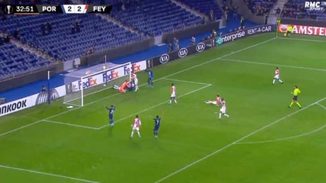 Guardião do Feyenoord voltou a comprometer e Soares não perdoou
