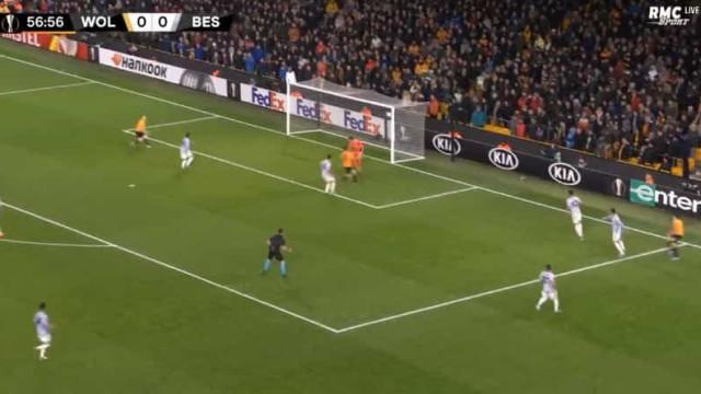 Jota marcou este golo e bem pode agradecer ao lance genial de Pedro Neto