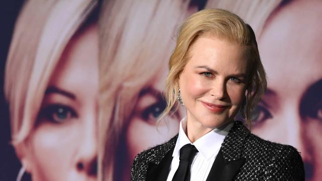 De gravata e lantejoulas, Nicole Kidman arrasa com visual masculino
