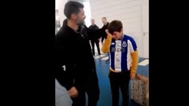 Atenção ao gesto de Conceição para com esta criança
