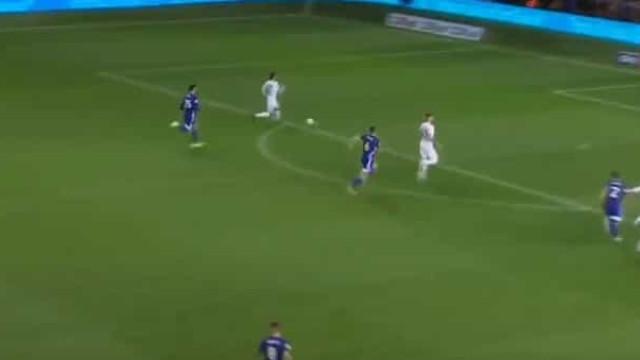 Hélder Costa conclui contra-ataque mortífero do Leeds