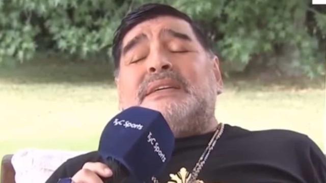 Maradona voltou a dar show... desta feita em italiano