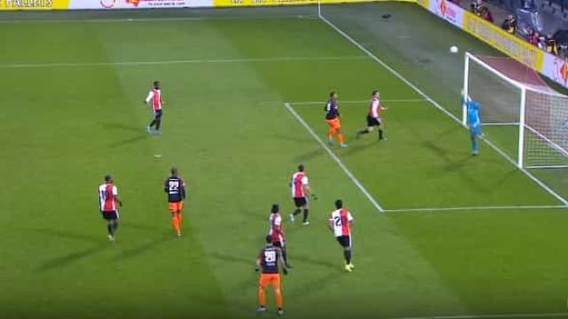 PSV perdeu com o Feyenoord, mas foi este golo que levantou o estádio