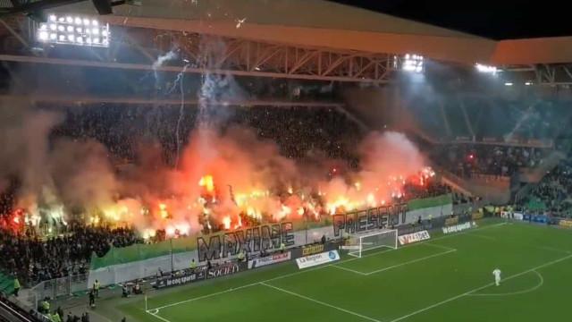 Saint-Étienne-PSG começou com um show de pirotecnia