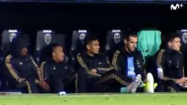 Bale novamente no 'olho do furacão' por brincadeira no banco