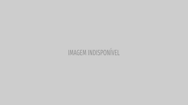 Dolores Aveiro e o companheiro vestidos a rigor para apoiarem o Sporting