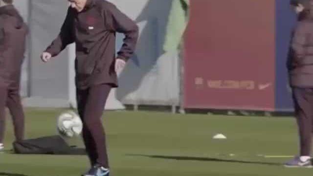 Setién chegou para orientar o Barça, mas também deu show no treino