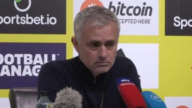 Disparou o alarme de incêndio na conferência e Mourinho reagiu assim