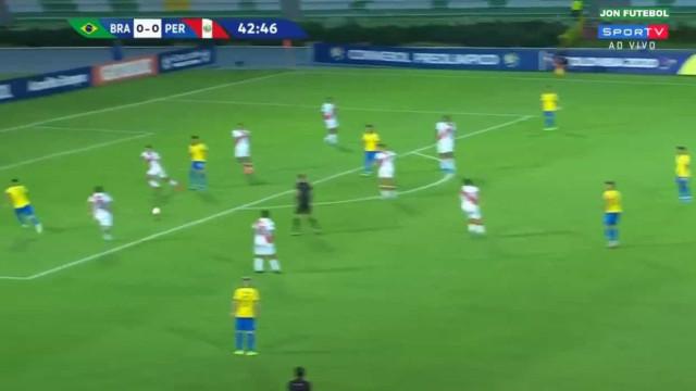 É por assistências como esta que o Benfica não larga Bruno Guimarães