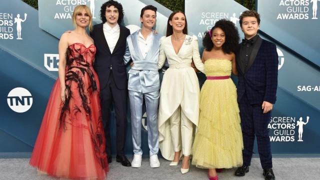 Elenco de 'Stranger Things' arrasa na passadeira vermelha dos SAG Awards