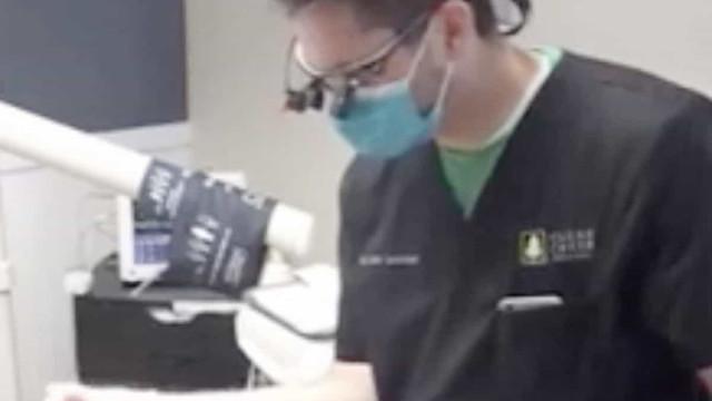 Dentista que extraiu dente numa hoverboard condenado por práticas ilegais