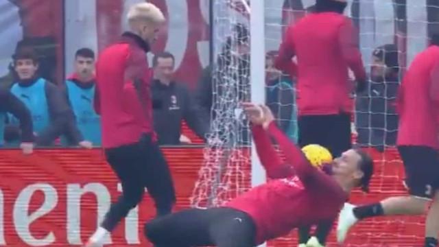 O truque de Zlatan Ibrahimovic que deixou os adeptos de boca aberta