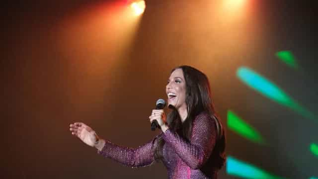 Bruna Marquezine e Juliana Paes divertem-se em concerto de Ivete Sangalo