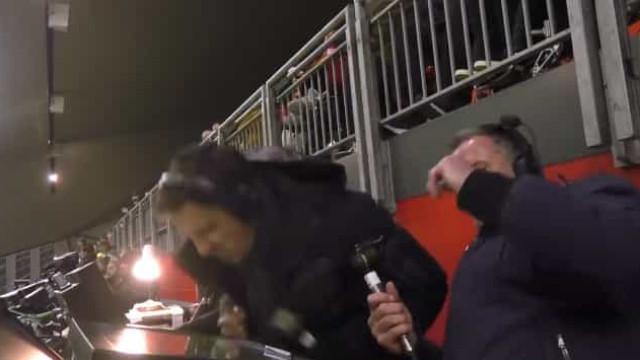 Martial falhou golo cantado e Gary Neville não conteve a insatisfação