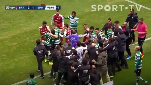Confusão, agressões e três expulsões: Acabou assim o Sp. Braga-Sporting