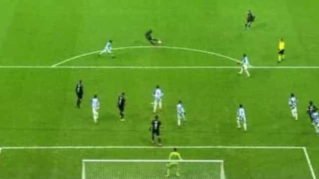 Diaby (lembra-se dele?) marcou este golaço, festejou, mas o VAR anulou