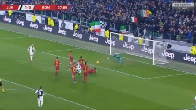 Defesa de Paulo Fonseca facilitou e a Juventus fez o segundo golo