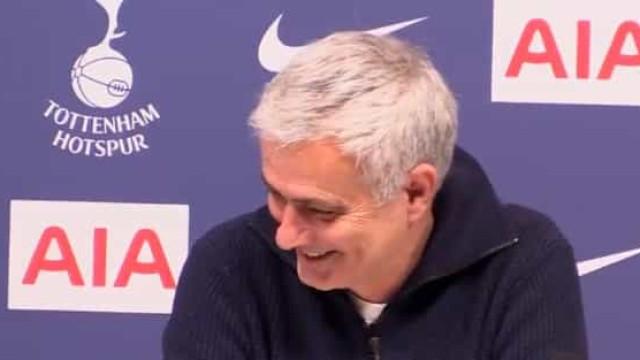 """Até Mourinho quer saber: """"Bruno Fernandes vai para o United ou não?"""""""