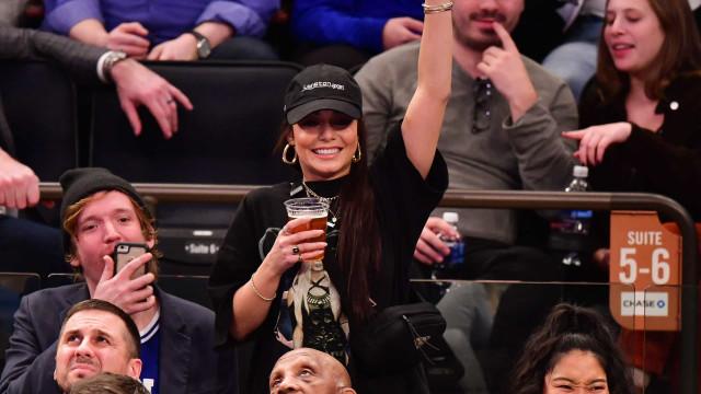 Vanessa Hudgens assiste a jogo de Kyle Kuzma e aumenta rumores de romance