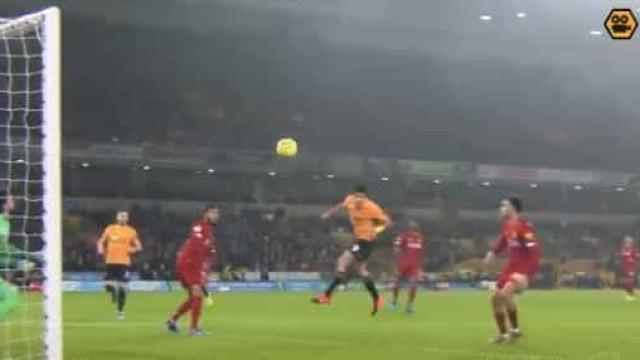Golo de Jiménez ao Liverpool é ainda mais impressionante em slow motion