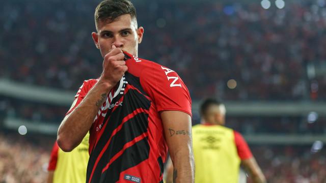 Nem Benfica, nem Atlético. Bruno Guimarães já escolheu onde quer jogar