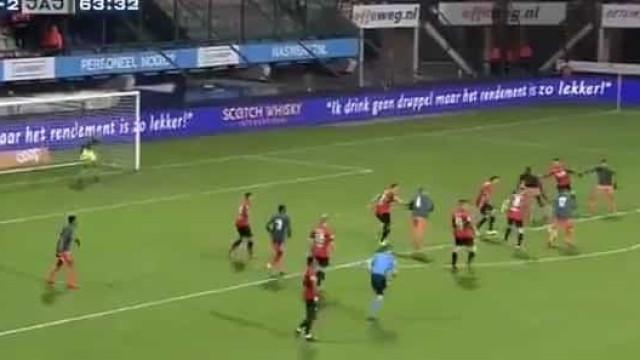 Esta jogada de tiki-taka da equipa B do Ajax promete correr o mundo