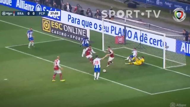 FC Porto perto do golo: Corona remata à figura e Soares atira à trave