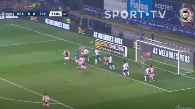 Trave impediu o golo de Raúl Silva ao minuto 90+2