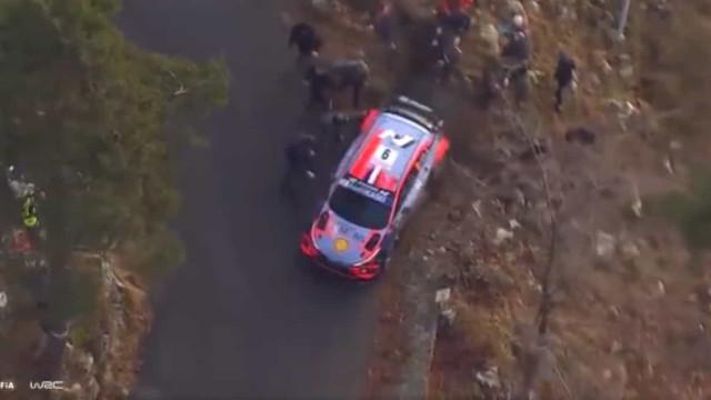 Susto em Monte Carlo: Carro de Loeb saiu de pista e temeu-se o pior