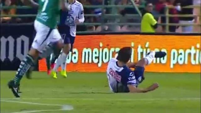 Arrepiante: Jogador lesiona-se com gravidade e fica com pé 'ao contrário'