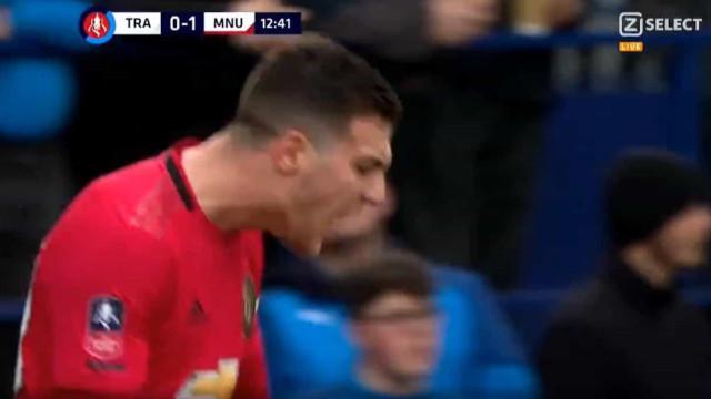 Diogo Dalot estreia-se a marcar pelo Manchester United em grande estilo