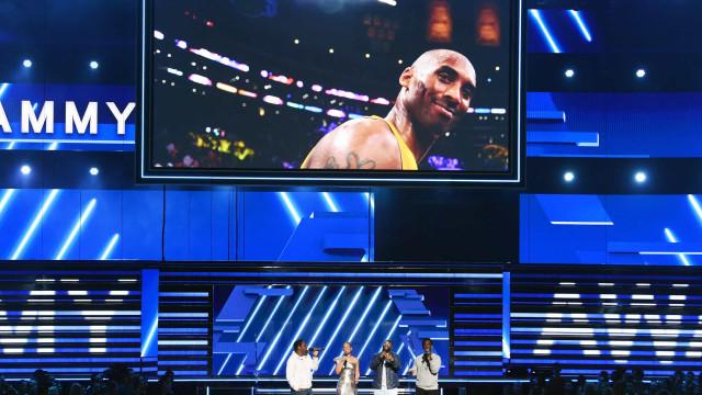 Kobe Bryant homenageado na gala dos Grammy