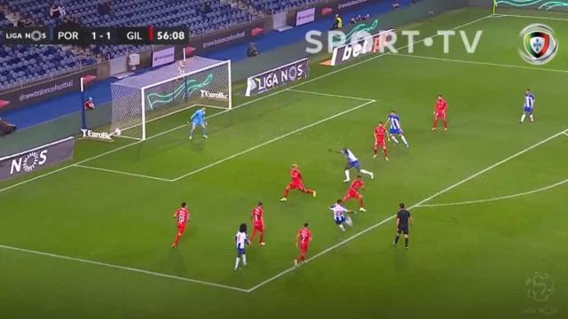 Remate colocado de Sérgio Oliveira deixou FC Porto na frente do marcador